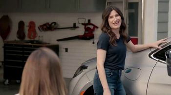 Chrysler Pacifica Hybrid TV Spot, 'All Day' Featuring Kathryn Hahn [T1] - Thumbnail 2