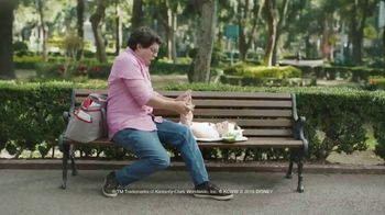 Huggies Natural Care Wipes TV Spot, 'Fits Impromptu Changes'