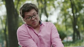 Huggies Natural Care Wipes TV Spot, 'Fits Impromptu Changes' - Thumbnail 6
