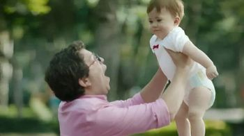 Huggies Natural Care Wipes TV Spot, 'Fits Impromptu Changes' - Thumbnail 8