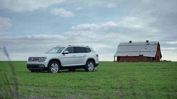 2018 Volkswagen Atlas TV Spot, 'Blanket' [T1] - Thumbnail 1