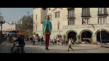 Apple iPhone XS TV Spot, 'Growth Spurt' Song by Confidence Man - Thumbnail 6