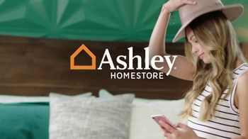Ashley HomeStore Labor Day Sale TV Spot, 'Final Days: 30% and Queen Bed' - Thumbnail 1