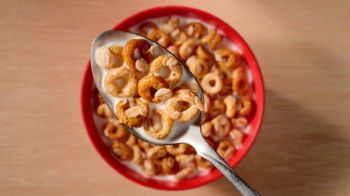 Cheerios Oat Crunch TV Spot, 'Introduction: Tailgate Nation' - Thumbnail 4