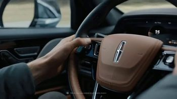 Lincoln Motor Company TV Spot, 'What We Do Best: Virtual Vehicle Touring' [T1] - Thumbnail 5
