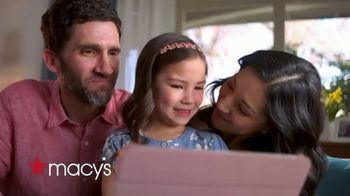 Macy's TV Spot, 'Hola abuela: envío gratis y 25 por ciento de descuento' [Spanish] - Thumbnail 1