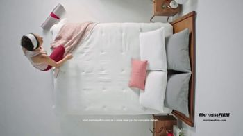 Mattress Firm Memorial Day Sale TV Spot, 'King for a Queen, Free Adjustable Base & 50% Off' - Thumbnail 8