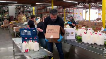 LifeMinute TV TV Spot, 'Food for Thought' con Jaime Camil, Matt Bomer [Spanish] - Thumbnail 3