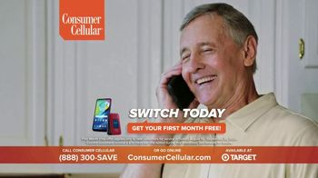 Consumer Cellular TV Spot, 'Folks: Couple: First Month Free' - Thumbnail 10