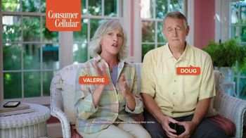 Consumer Cellular TV Spot, 'Folks: Couple: First Month Free' - Thumbnail 3