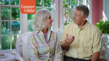 Consumer Cellular TV Spot, 'Folks: Couple: First Month Free' - Thumbnail 7