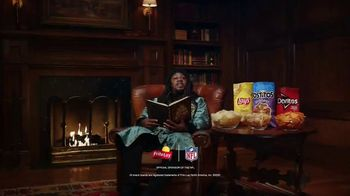 Frito Lay TV Spot, ''Twas the Night Before Kickoff' Featuring Marshawn Lynch, Ezekiel Elliot, Rob Gronkowski - Thumbnail 9
