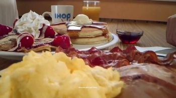 IHOP Ultimate BreakFEASTS TV Spot, 'Except for Bears: Free Delivery' - Thumbnail 3