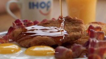 IHOP Ultimate BreakFEASTS TV Spot, 'Except for Bears: Free Delivery' - Thumbnail 4
