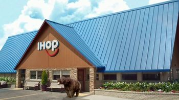 IHOP Ultimate BreakFEASTS TV Spot, 'Except for Bears: Free Delivery' - Thumbnail 6