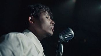 Crown Royal TV Spot, 'If You Want Me to Stay' Song by Ari Lennox, Anthony Ramos - Thumbnail 7