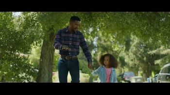 Fidelity Investments TV Spot, 'Keep Moving' Song by OMD - Thumbnail 9