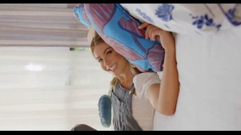Rooms to Go TV Spot, 'A Place to Escape' Featuring Julianne Hough - Thumbnail 3