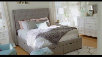 Rooms to Go TV Spot, 'A Place to Escape' Featuring Julianne Hough - Thumbnail 6