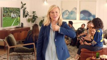 XFINITY Internet TV Spot, 'Fan Favorite Venue: 25 Mbps' Featuring Amy Poehler - Thumbnail 4