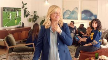 XFINITY Internet TV Spot, 'Fan Favorite Venue: 25 Mbps' Featuring Amy Poehler - Thumbnail 6