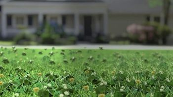 BioAdvanced 3-in-1 Weed & Feed TV Spot, 'Fall' - Thumbnail 1