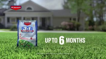 BioAdvanced 3-in-1 Weed & Feed TV Spot, 'Fall' - Thumbnail 7