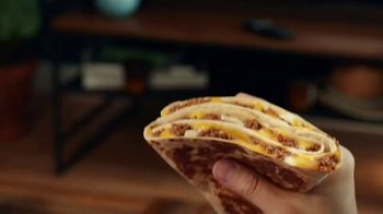 Taco Bell $5 Grande Stacker Box TV Spot, 'Cupcake Conquest' - Thumbnail 7