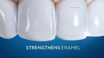 Crest 3D White TV Spot, 'Whitens and Strengthens Enamel' - Thumbnail 9