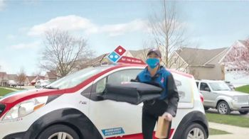 Domino's Mix & Match Deal TV Spot, 'Tomamos en serio la seguridad [Spanish] - Thumbnail 4
