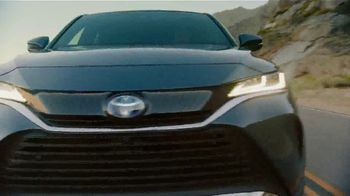 Toyota TV Spot, 'Hybrid Power' Song by Elvis Presley [T2] - Thumbnail 6