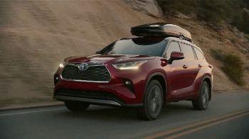 Toyota TV Spot, 'Hybrid Power' Song by Elvis Presley [T2] - Thumbnail 8