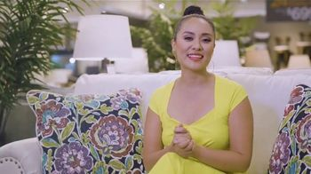 Ashley HomeStore Labor Day Sale TV Spot, 'Juego por el patio' [Spanish] - Thumbnail 5