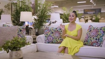 Ashley HomeStore Labor Day Sale TV Spot, 'Juego por el patio' [Spanish] - Thumbnail 1