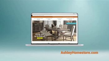 Ashley HomeStore Labor Day Sale TV Spot, 'Juego por el patio' [Spanish] - Thumbnail 4