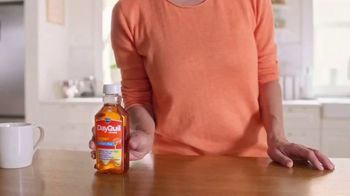 Vicks DayQuil Severe Honey TV Spot, 'Con sabor a miel' [Spanish] - Thumbnail 4