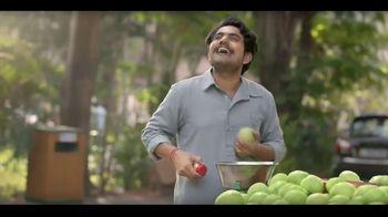 Dabur Green Fruit Juice Drink TV Spot, 'Fruit Vendor' - Thumbnail 5