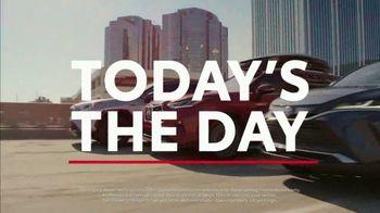 Toyota TV Spot, 'Hybrid Power' Song by Elvis Presley [T1] - Thumbnail 2