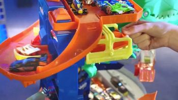 Hot Wheels City Ultimate Garage TV Spot, 'Hungry T-Rex' - Thumbnail 6