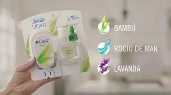 Febreze LIGHT TV Spot, 'Eliminar los malos oloroes' [Spanish] - Thumbnail 7