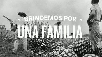Hornitos Tequila TV Spot, 'Brindemos por una familia' [Spanish] - Thumbnail 2