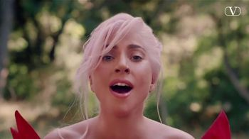 Valentino Fragrances Voce Viva TV Spot, 'La nueva fragancia' con Lady Gaga [Spanish] - Thumbnail 9