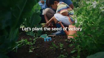 Miracle-Gro TV Spot, 'Victory Garden' - Thumbnail 6