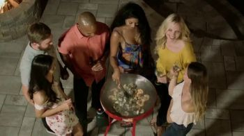 FireDisc Cookers TV Spot, 'Gather 'Round' - Thumbnail 10
