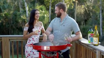 FireDisc Cookers TV Spot, 'Gather 'Round' - Thumbnail 9