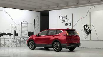 2020 Honda CR-V EX TV Spot, 'Honda CR-V vs. Toyota RAV4' [T2] - Thumbnail 6