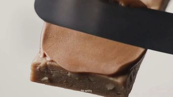 Atkins Chocolate Peanut Butter Bar TV Spot, 'Does It Matter Which Protein Bar You Eat?' Featuring Rob Lowe - Thumbnail 7