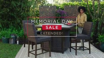 Ashley HomeStore Memorial Day Sale TV Spot, 'Extended: Bed, Fire Pit' - Thumbnail 3