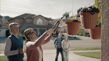 GEICO TV Spot, 'HOA Cynthia Advises New Neighbors' - Thumbnail 3