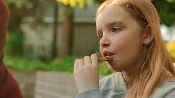 Nature Valley Crunchy  Granola Bars TV Spot, 'Patio Playground' - Thumbnail 9